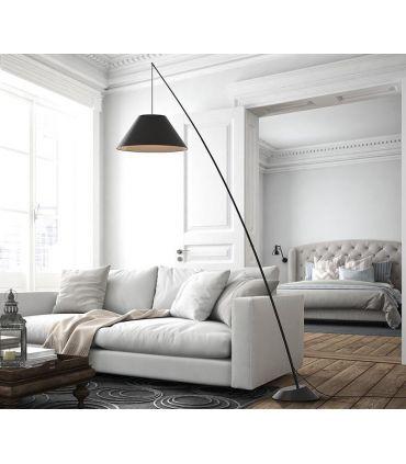 Lámpara de pie en fibra de carbono modelo JUNCO Negro